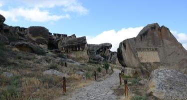 Qobustana gələn turistlərin sayı artıb (ÖZƏL)
