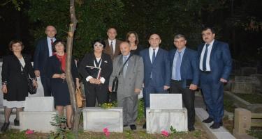 Simpozium iştirakçıları Əhməd bəy Ağaoğlunun məzarını ziyarət edib