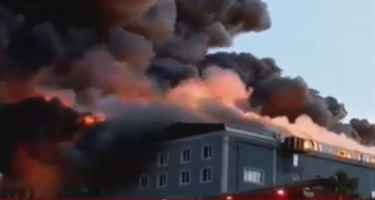 İstanbulda mebel fabriki yanır - Ölən və yaralananlar var