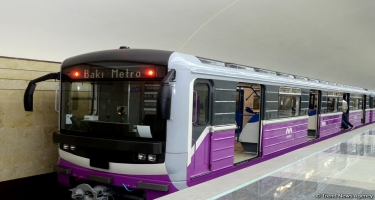 Metroda qatarda problem yarandı, interval uzandı