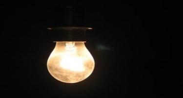 Yanğın baş verən ərazidə elektrikin verilişi dayandırılıb