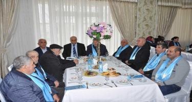 Rauf Əliyev seçicilərlə görüşüb (FOTO)