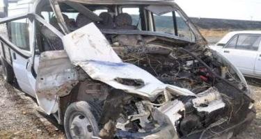 Sumqayıtda mikroavtobus dirəyə çırpıldı, ölən var (VİDEO) (YENİLƏNİB)