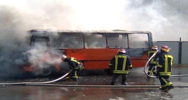 Paytaxtda sərnişin avtobusu yandı