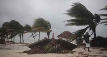 ABŞ-ın üç ştatları sahillərində qasırğa təhlükəsi elan edilib