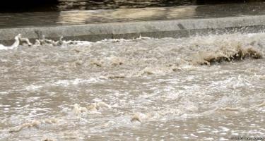 Leysan yağışlar bu rayonlarda sel yaradıb - FAKTİKİ HAVA